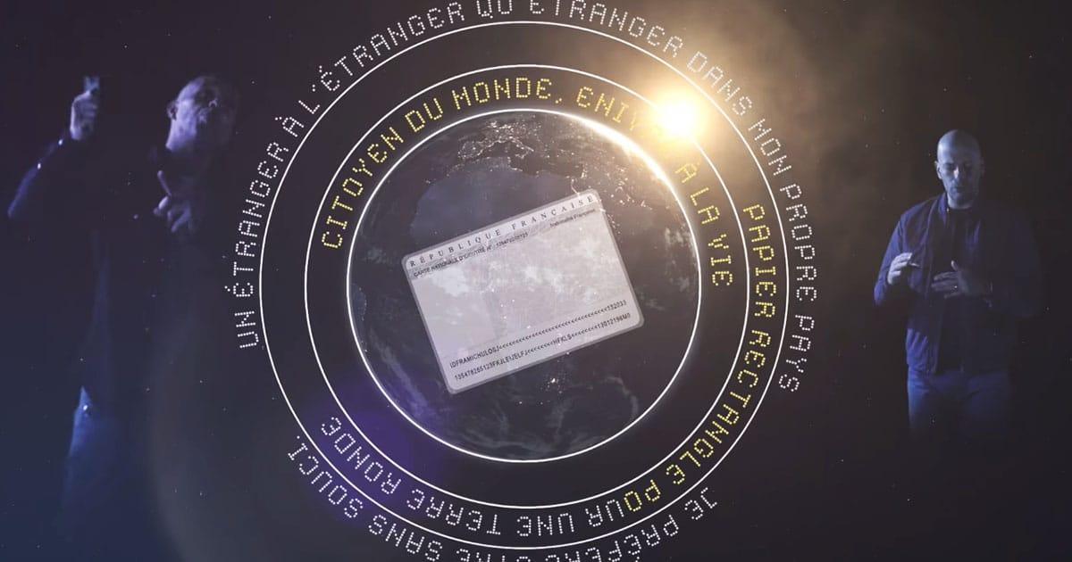 IAM se pose en citoyen du monde dans le clip inédit d'Etranger
