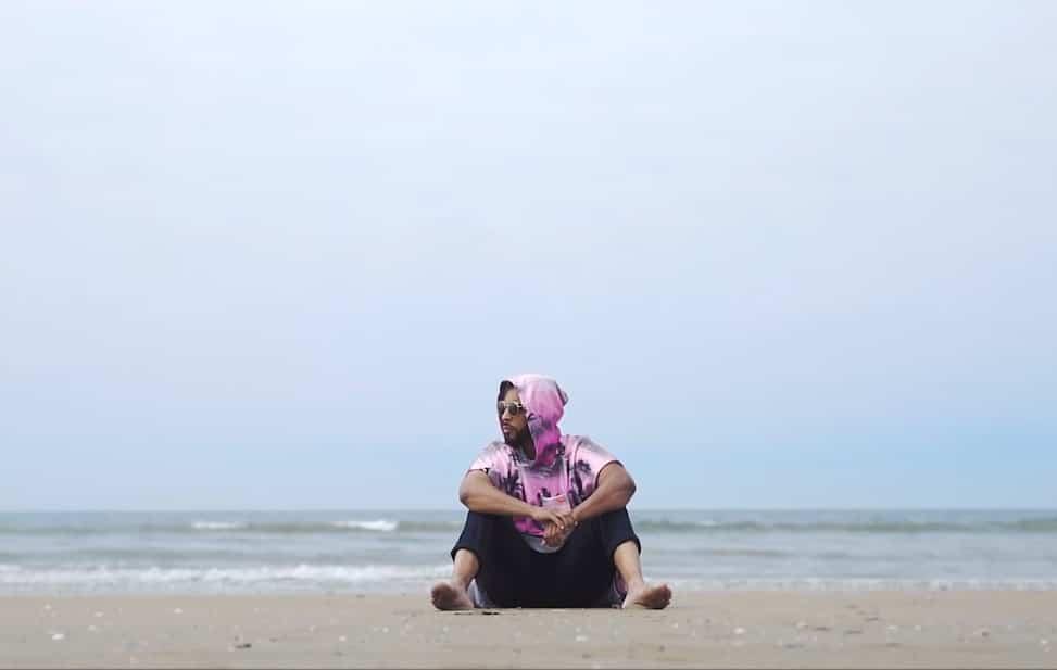 A l'occasion de la sortie de son album Pacifique ce vendredi 9 juin, l'artiste a dévoilé un visuel très abouti, sous forme de medley.