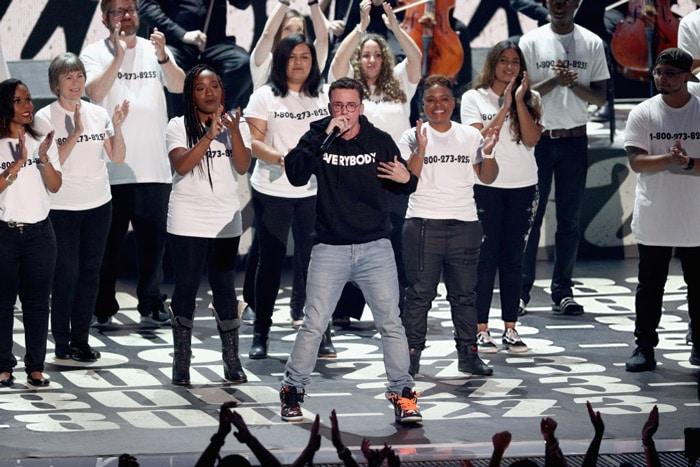 Logic livre un live très émouvant sur la scène des MTV VMA's