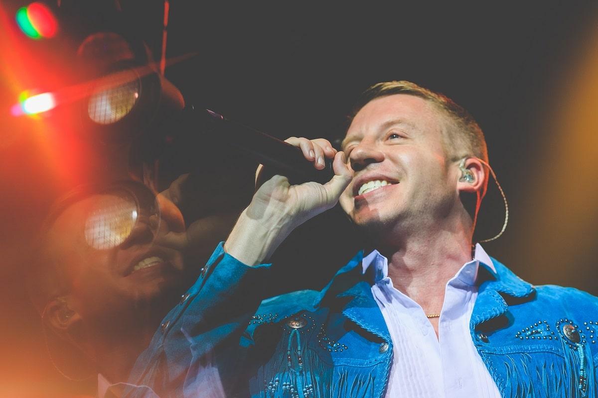 """Macklemore fait venir du beau monde chez Jimmy Fallon pour le live de""""Corner Store"""""""