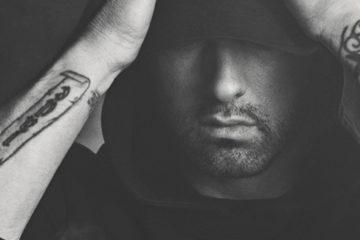 Le nouvel album d'Eminem vient d'être couronné d'un disque d'or en France, un mois quasi jour pour jour après sa sortie. Une performance contrastée.