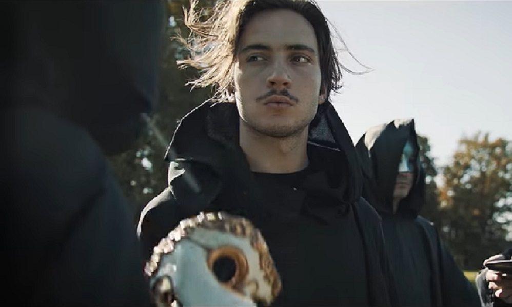 """Lord Esperanza en gourou de secte dans le clip de """"Un coeur de pierre dans un corps vide"""""""