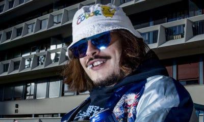 Lorenzo ne rigole plus, il vient tout juste d'obtenir un disque d'or avec son album Rien à branler. L'occasion pour lui de saluer l'industrie musicale... à sa manière.