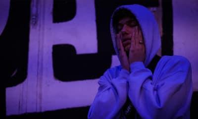 """Nelick a livré une vidéo backstage pour le visuel de son titre """"KiwiBunnyLude"""", un mélange d'extraits lives et de moments partagés avec son équipe."""