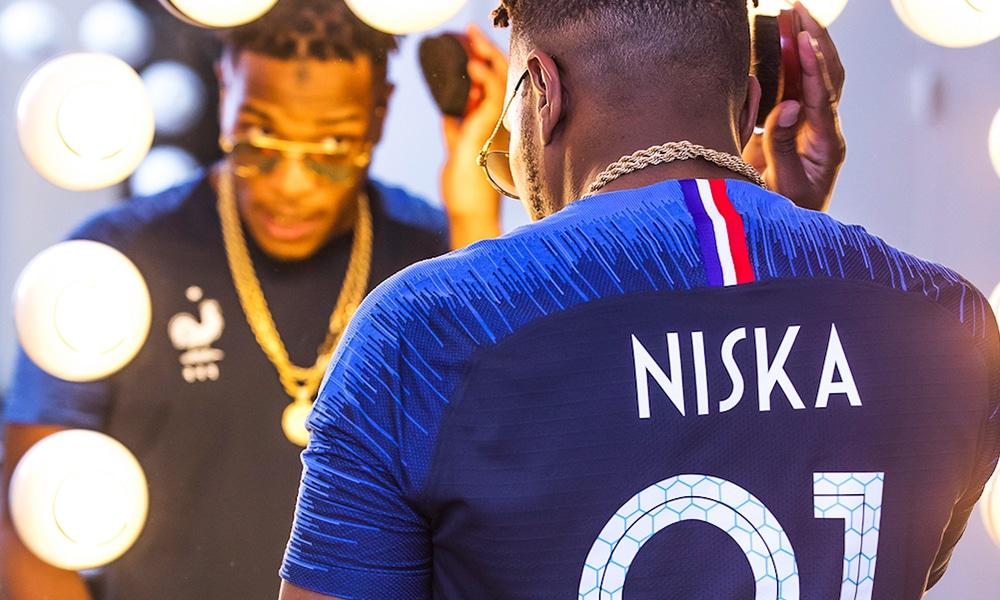 Photos : Niska dévoile le nouveau maillot de l'équipe de France