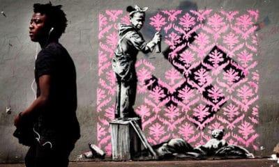 l'artiste bansky inonde paris de ses oeuvres