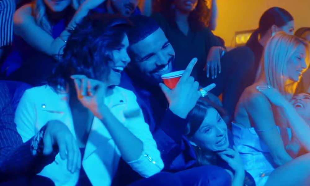 """Drake de retour au lycée de Degrassi dans le clip de """"I'm Upset"""""""