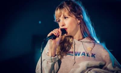 Dans une interview pour Moustique, Angèle se confie sur son expérience en tant que chanteuse de première partie pendant la tournée de Damso. Une façon pour nous de la voir autrement et de mieux comprendre ses intentions de carrière.