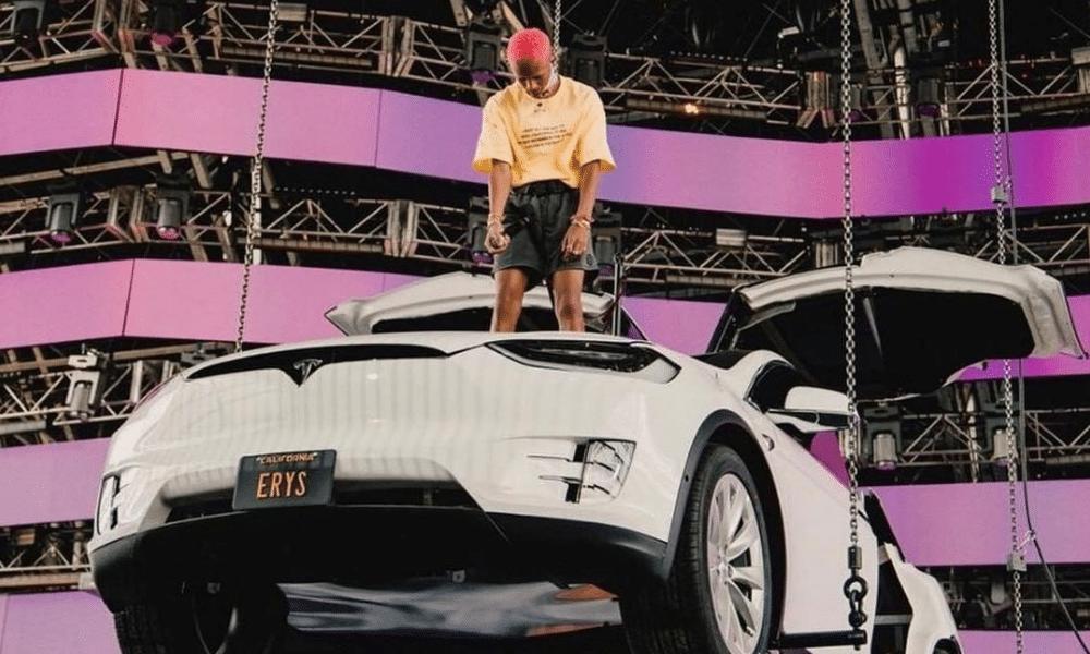Le brilliant live de Jaden Smith sur une Tesla à Coachella
