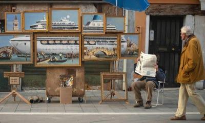 Banksy se met en scène à Venise en vendant ses propres œuvres