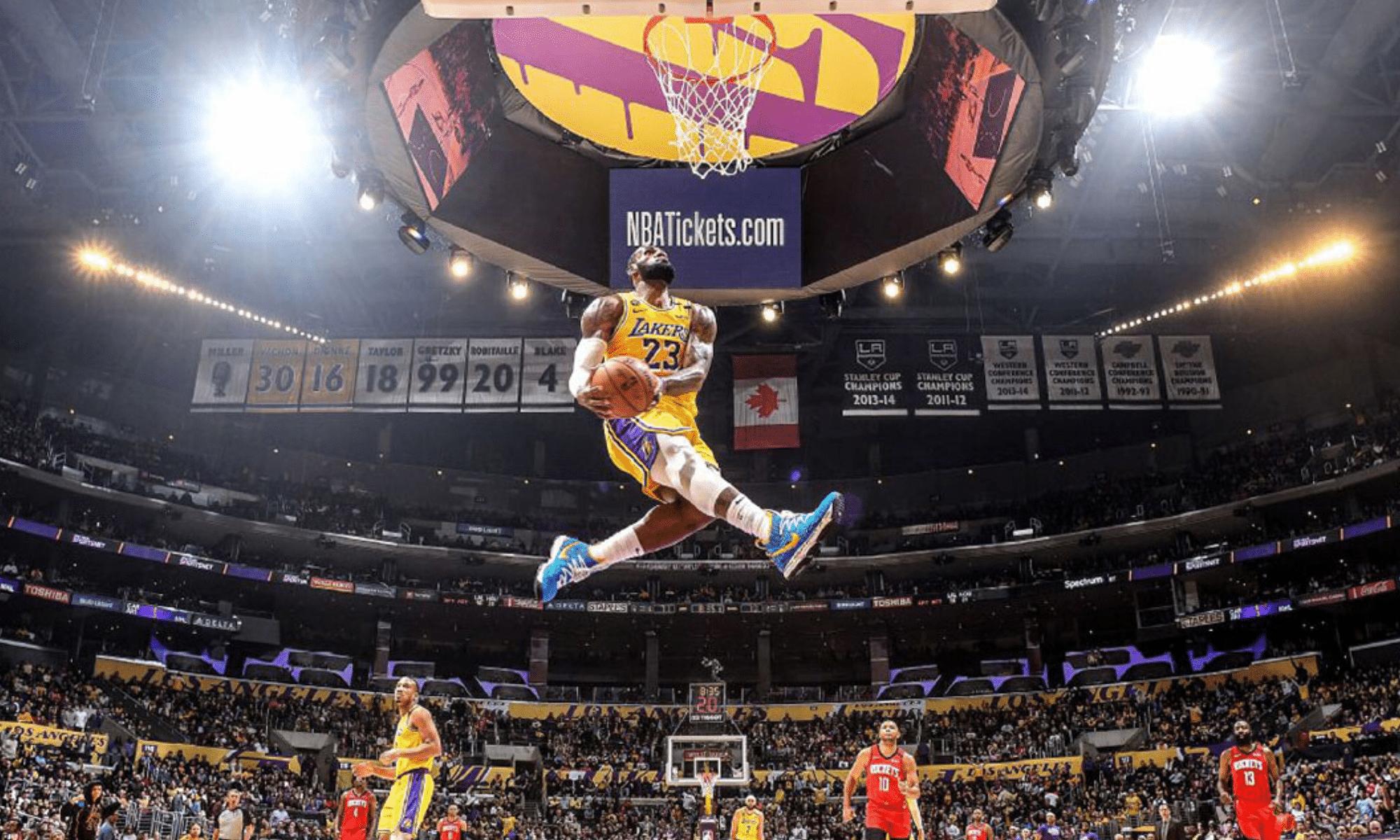 Le dunk hommage fou de LeBron James : «Kobe a pris possession de mon corps»