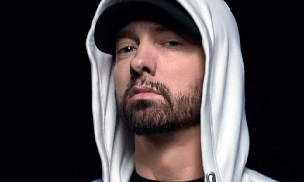 Bien connu pour accumuler les objets de collections, Eminem dévoile qu'il lui est arrivé de dépenser 600 dollars pour une cassette non ouverte du mythique premier album de Nas, Illmatic, sorti en 1994.
