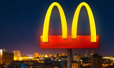 """En ce moment, le monde entier fait face à l'épidémie de coronavirus. Le McDonald's brésilien modifie son logo afin d'inciter à la """"distanciation sociale""""."""