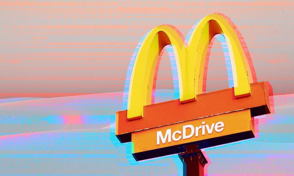 A tous les amoureux du Big Mac, McDonald's prépare son retour. Une réouverture, tant attendue, qui pose néanmoins question dans le contexte actuel.