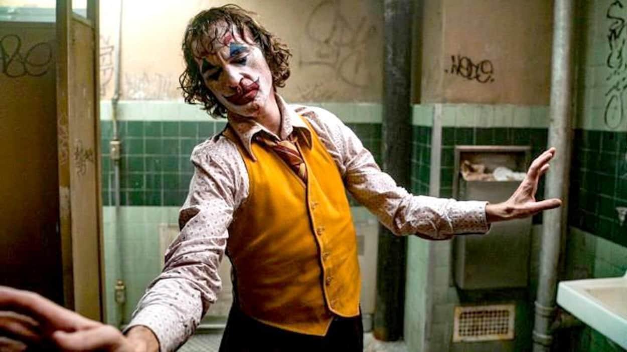 """Après le succès retentissant de l'adaptation """"Joker"""", l'acteur Joaquin Phoenix serait prêt à donner vie non à une mais deux suites à l'histoire de l'anti-héro iconique de DC Comics."""